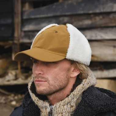 Winter pet namaak schapenhuid