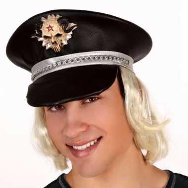 Zwarte pet met blond haar